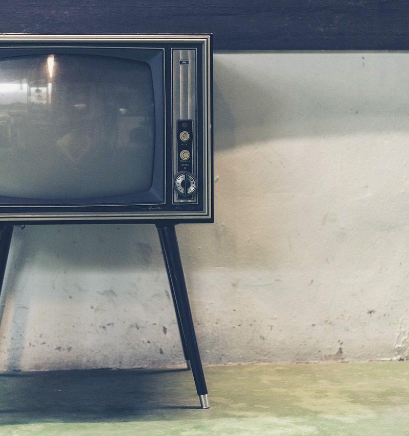 Wspólny relaks przed telewizorem, lub niedzielne filmowe popołudnie, umila nam czas wolny oraz pozwala się zrelaksować.